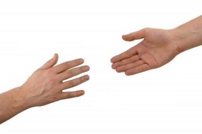 dos-manos-ayuda